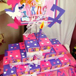 торта от картон в розово и лилаво