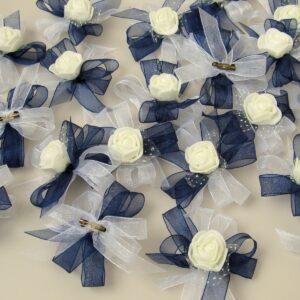 бутониери в тъмно синьо и бяло